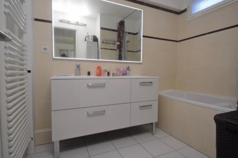 APPARTEMENT 3 pièces à CHATOU de 72,61 m²