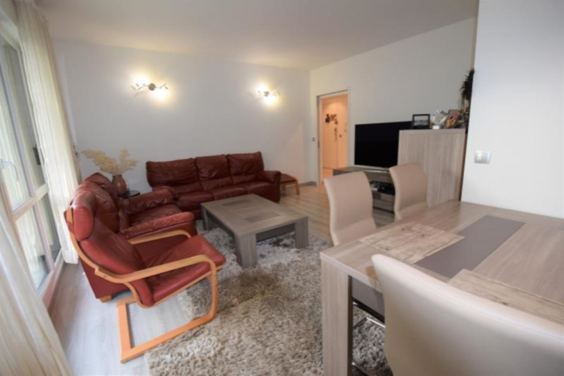 APPARTEMENT 4 pièces à LA CELLE ST CLOUD de 95 m²